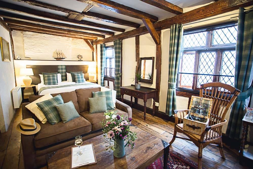 Double Twin Hotel Room in Dartmouth Mountbatten